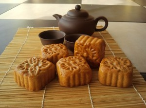 mooncake classic with teapot